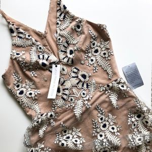 NWT Dress the Population Embroidered Plunging Neck